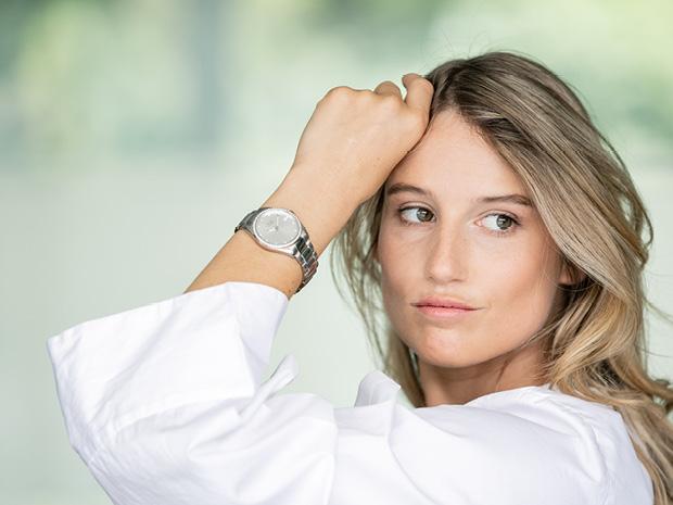 Anna Gasser mit Armbanduhr | Jacques Lemans®